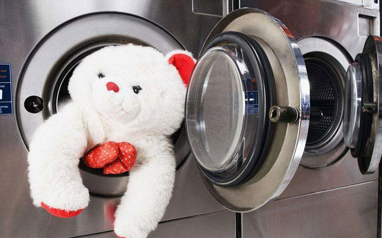 Cần giặt thú bông thường xuyên