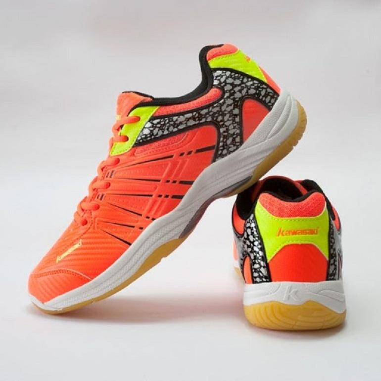 Giày bóng chuyền của thương hiệu Mizuno