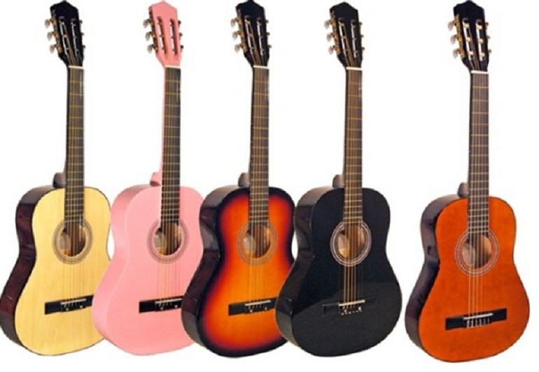 Đàn guitar cũng rất phổ biến và ngày càng được nhiều người theo học, nhất là các bạn trẻ