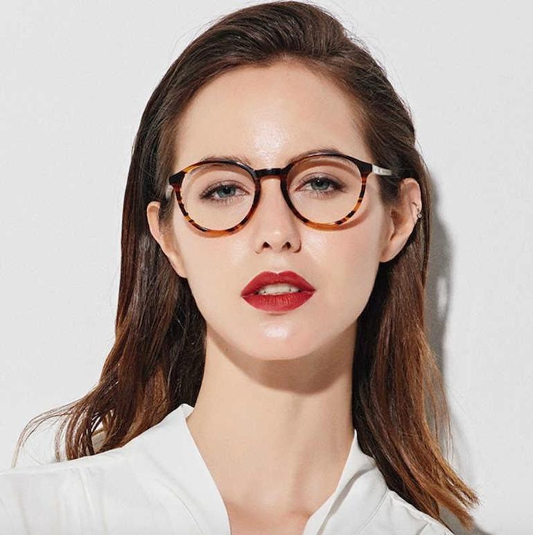 Chọn mắt kính nữ như thế nào để phù hợp với khuôn mặt