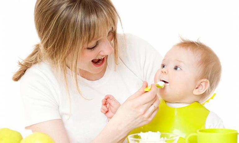 Nên bổ sung đa dạng thực phẩm trong thực đơn ăn dặm cho bé