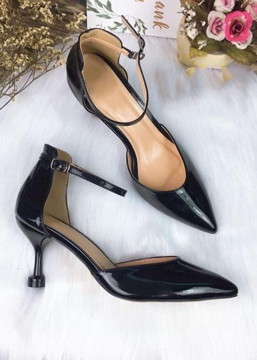 Sandal kín mũi nhọn