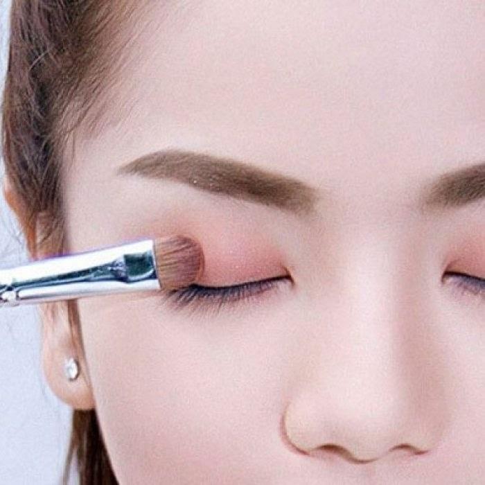 Công đoạn trang điểm cho mắt cần thực hiện một cách tỉ mỉ
