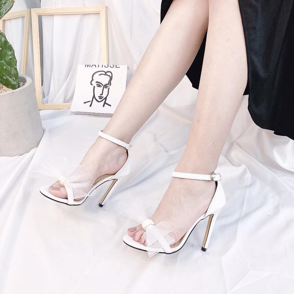 Chọn giày cao gót cho dáng đẹp, thêm xinh