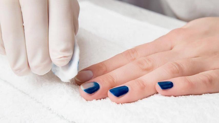 Cần tẩy sơn móng tay đúng cách, lý do vì sao?