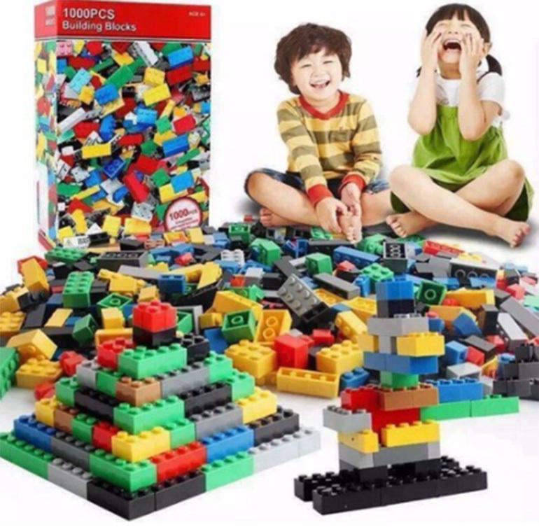 Xếp hình lego với 1000 mảnh ghép.