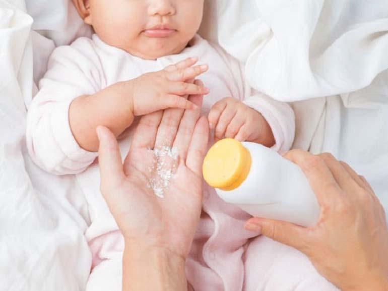 Cần sử dụng phấn rôm cho em bé đúng cách