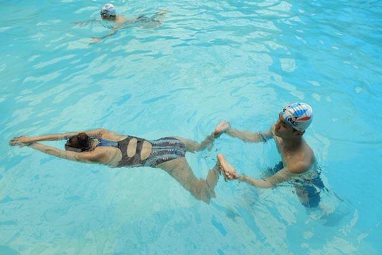 Bơi ếch thích hợp cho người mới học bơi