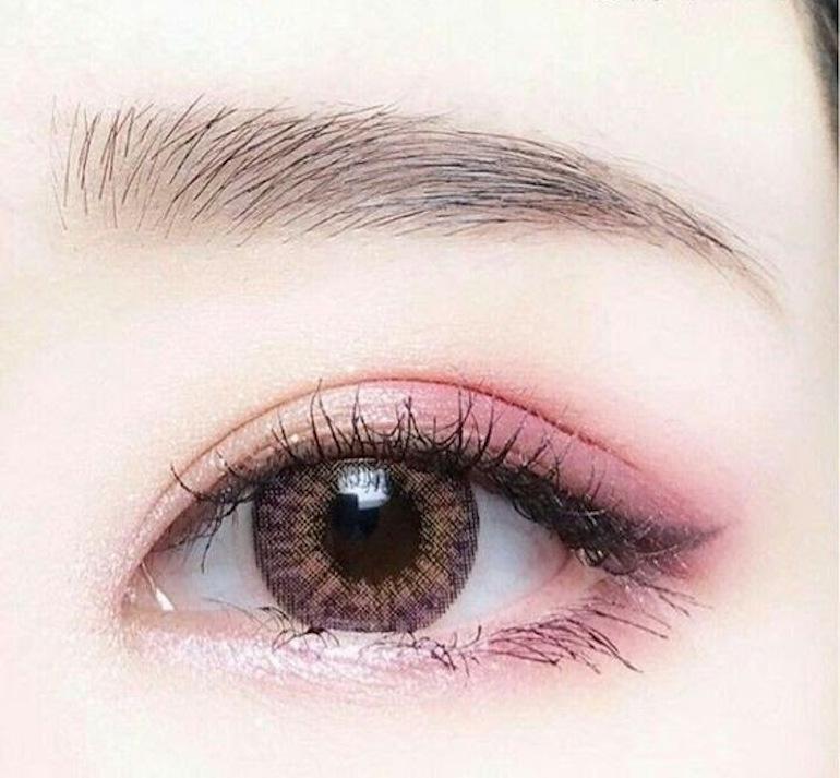 Màu mắt đóng vai trò quan trọng trong việc trang điểm
