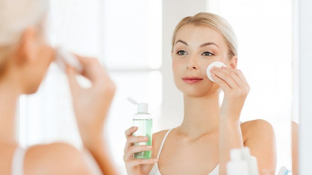Có rất nhiều phương pháp để cân bằng độ ẩm cho da mặt.