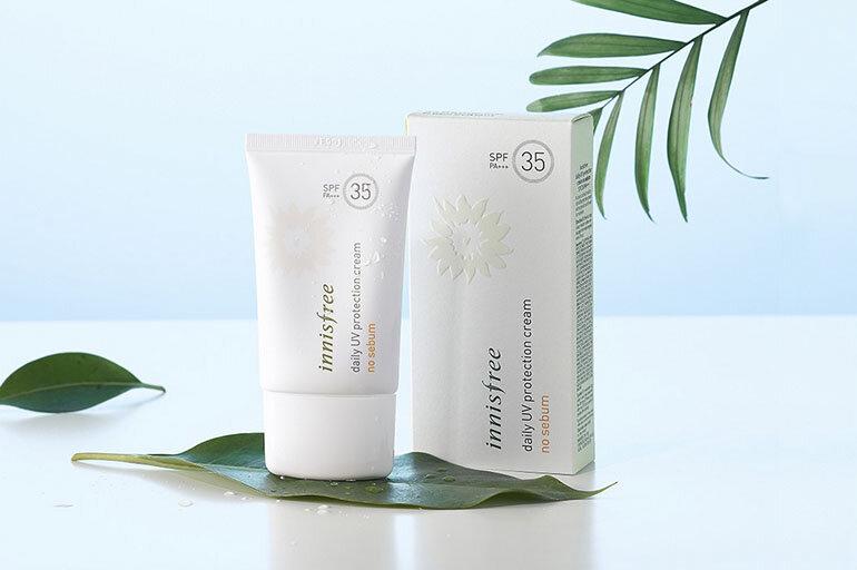 Kem chống nắng dưỡng ẩm Innisfree Daily UV Protection Cream Mild SPF35 PA+++ với tinh chất chống nắng từ hoa hướng dương giúp bảo vệ và chăm sóc làn da hiệu quả từ sâu bên trong