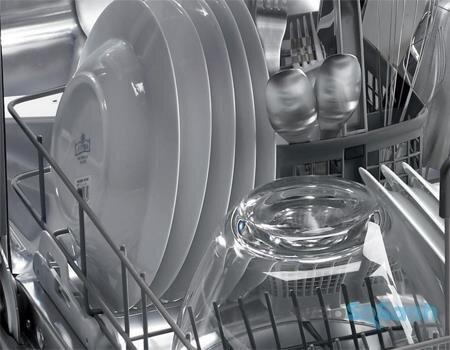 Sắp xếp bát đĩa đúng cách trong máy rửa bát