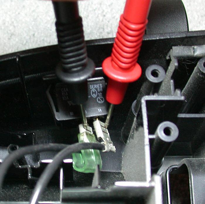 Kiểm tra đường dây điện bằng máy đo vạn năng