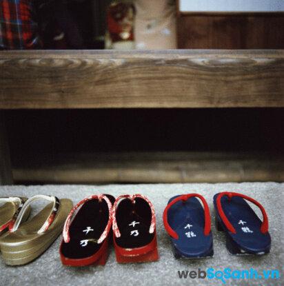 Bỏ giầy ngoài khu vực như sàn gỗ, phòng riêng của người Nhật