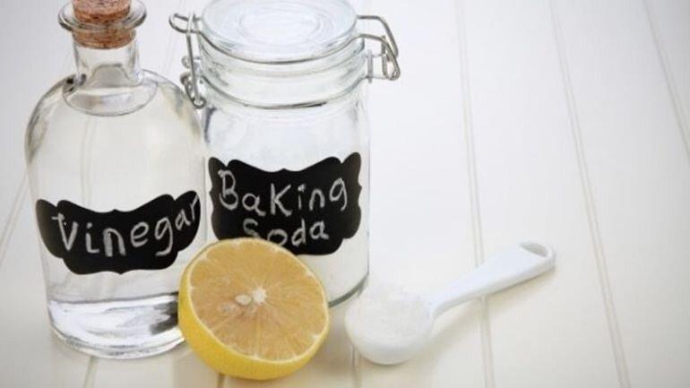 Baking soda và giấm làm sạch nồi cháy hiệu quả (Nguồn: tgdd.vn)