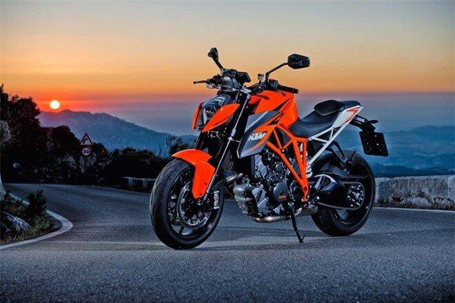 Với việc có nhà đại lý chính thức tại thị trường Việt Nam, nên những mẫu xe mới nhất của KTM cũng lần lượt được hệ thống này phân phối trong nước. Ra mắt hồi cuối tháng 10/2013, chỉ khoảng 3 tháng sau mẫu naked-bike KTM 1290 Super Duke R đã có mặt tại Việt Nam. Đây chính là mẫu naked-bike mạnh mẽ nhất của hãng xe Áo ở thời điểm hiện tại.
