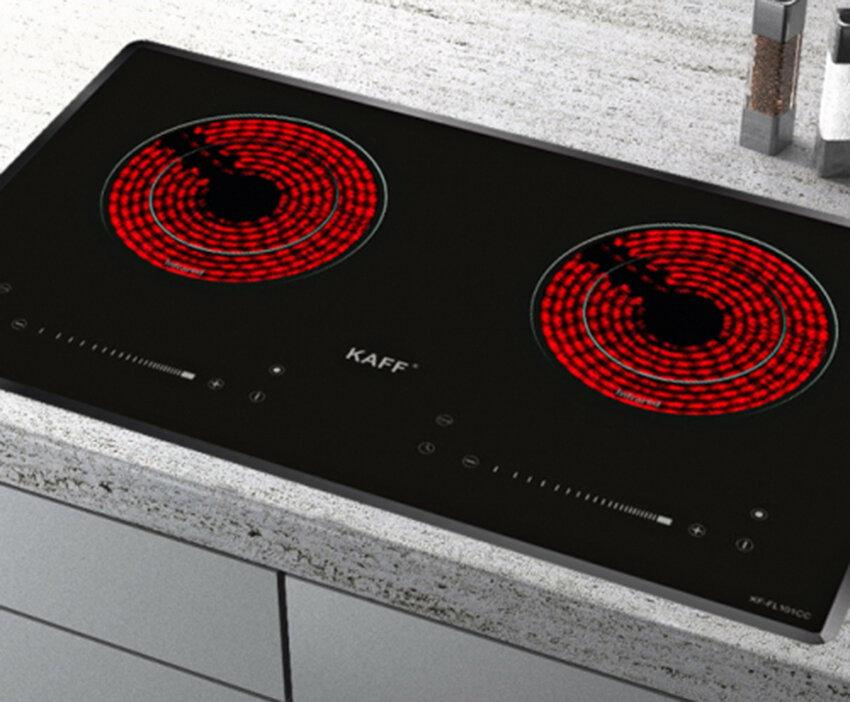 Bếp hồng ngoại hãng Kaff thiết kế mặt kính sang trọng, phù hợp nhiều không gian bếp