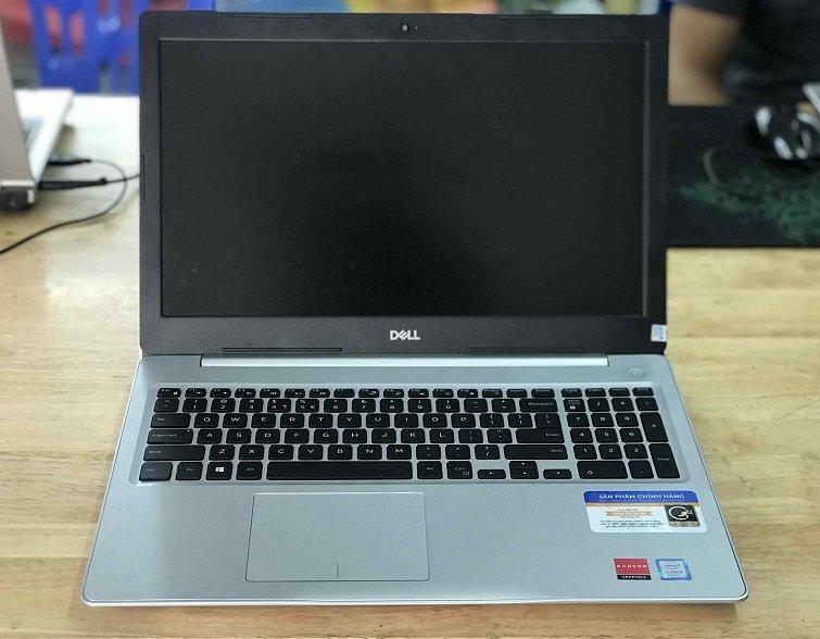 Máy được thiết kế bàn phím và touchpad thân thiện với người dùng