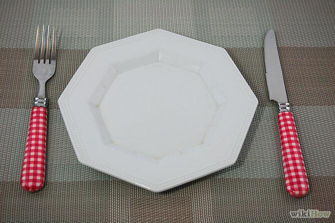 Dao bên trái, nĩa bên phải