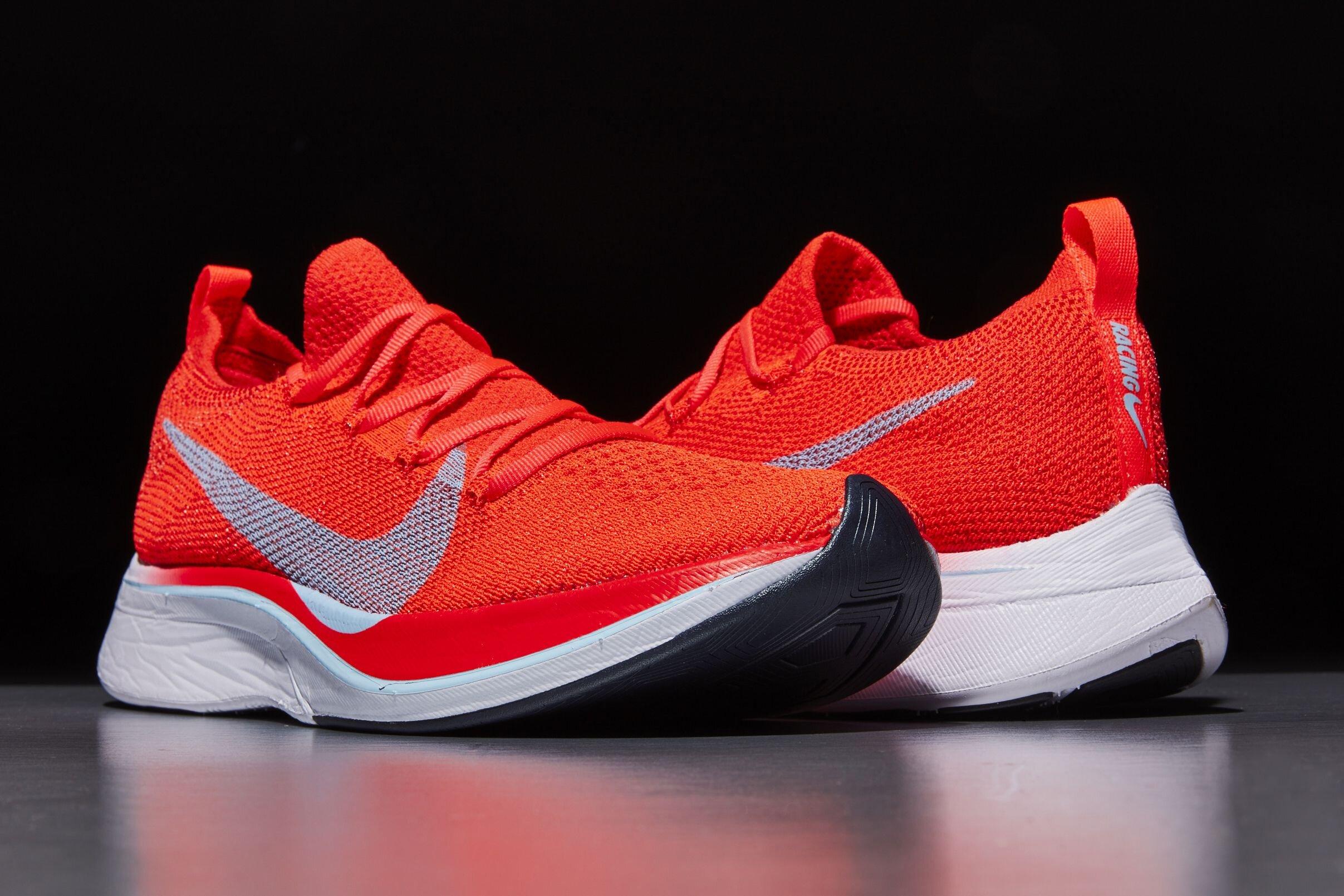 Giày tennis của Nike không chỉ bền bỉ mà còn đảm bảo tính thẩm mỹ, thời trang