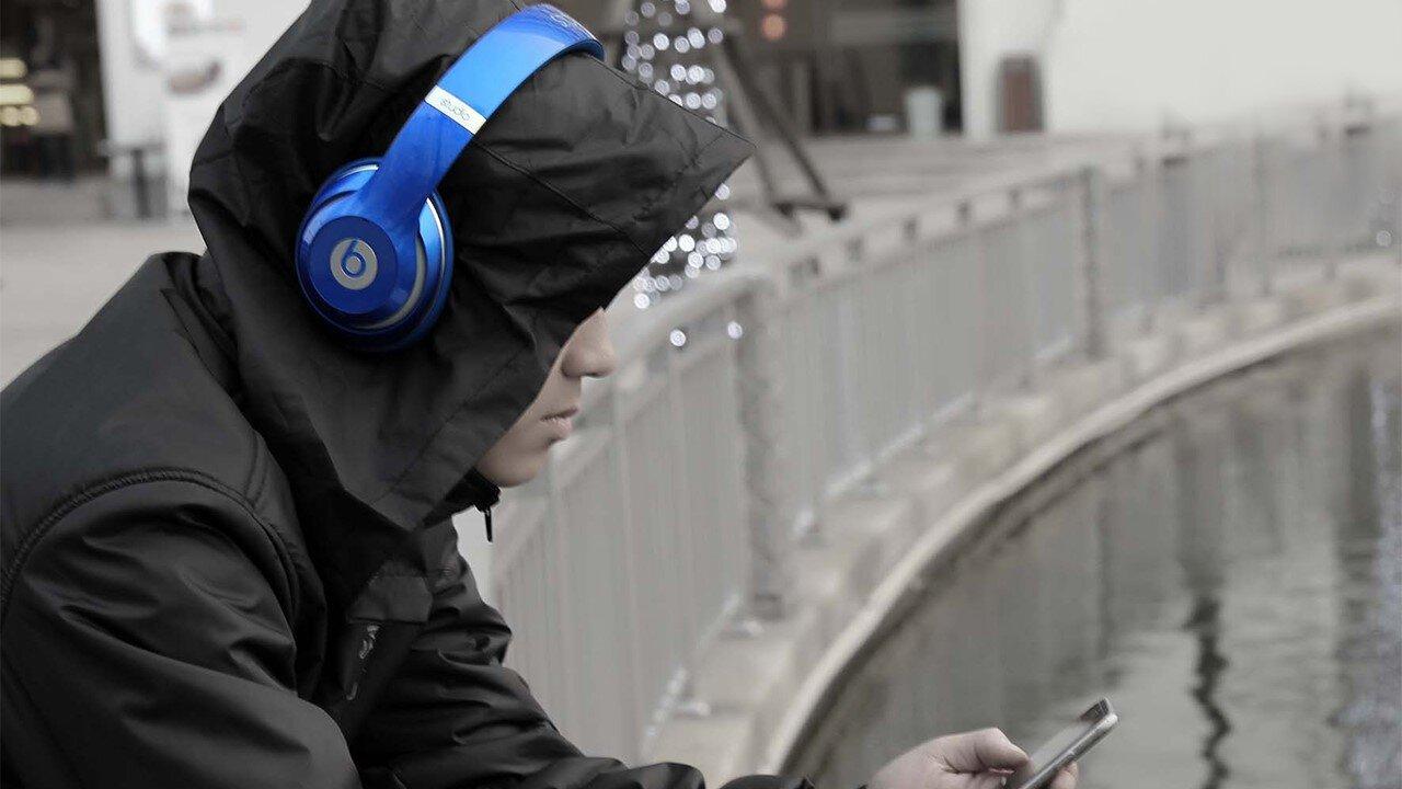 Beats Studio - thiết kế dạng chụp tai thời trang