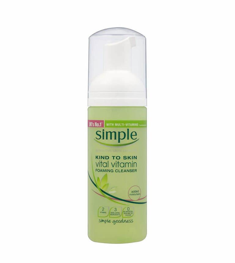 Sữa rửa mặt tạo bọt Simple Kind to Skin Vital Vitamin