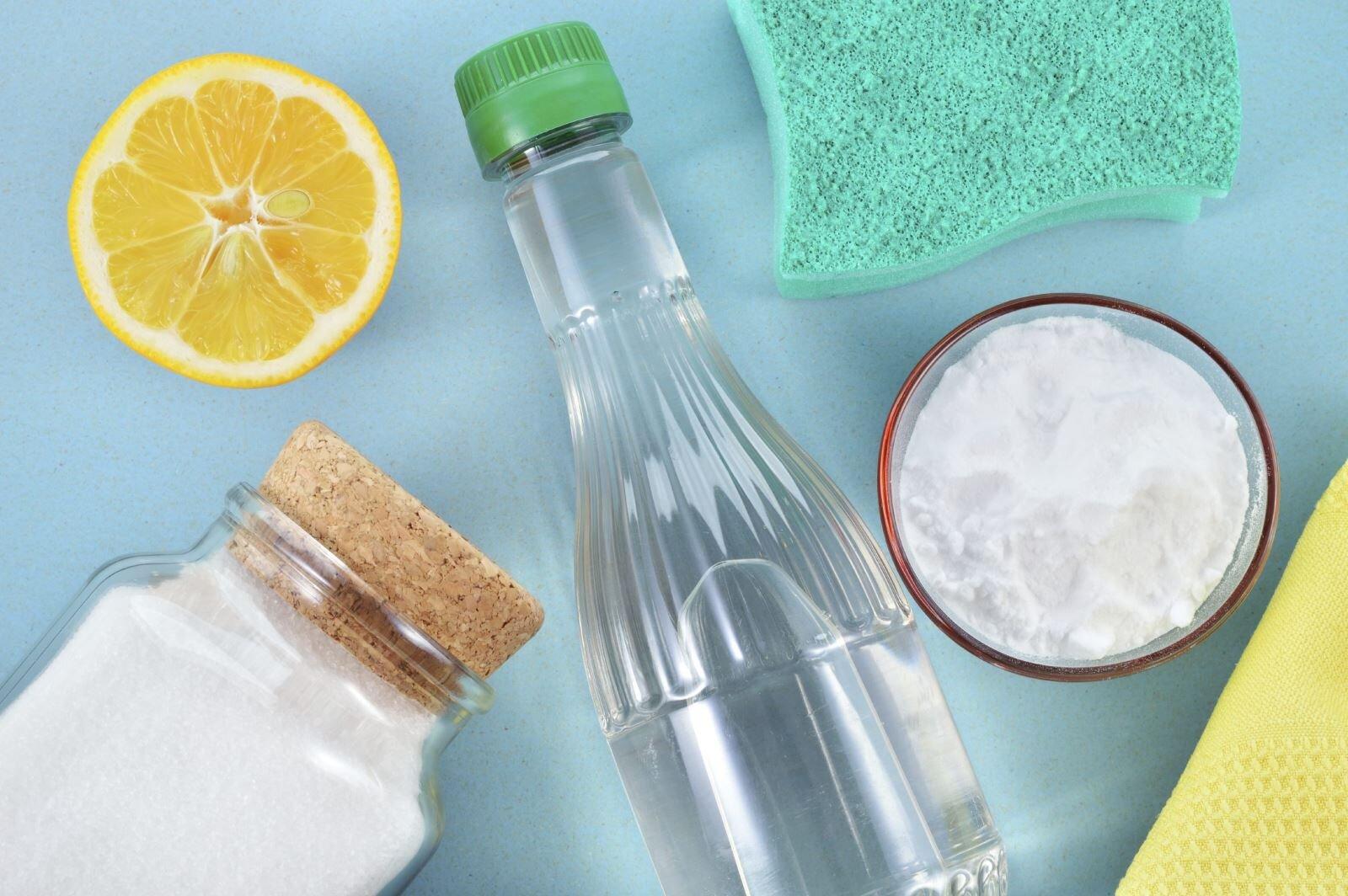 Dùng nước rửa chén pha loãng hoặc pha 1 chút giấm loãng vệ sinh bếp nướng điện