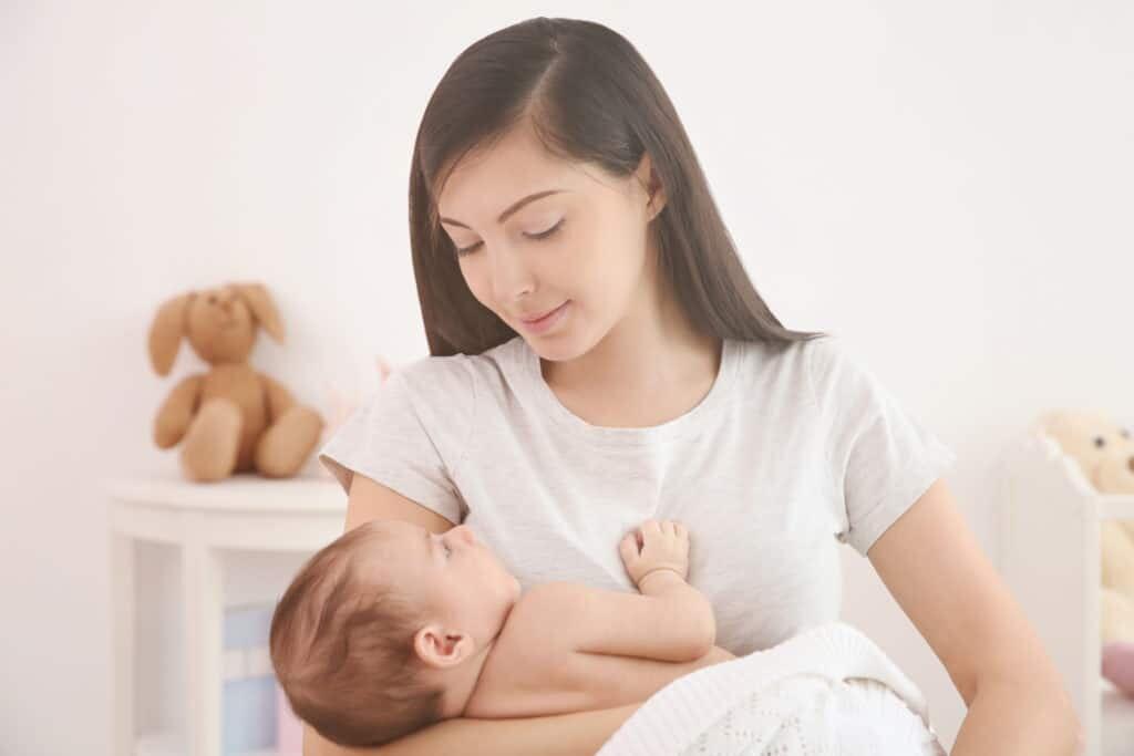 Các bà mẹ sau sinh nên tắm khô để tránh làm tổn thương các mô mềm