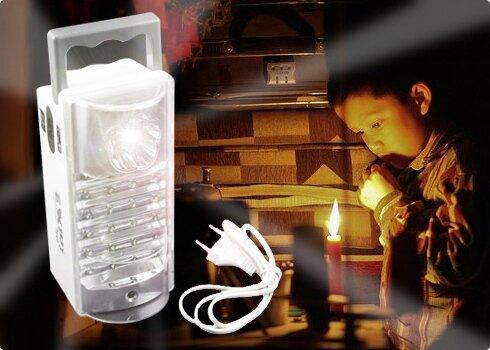 Đèn sạc là vật dụng hữu ích trong mùa mưa bão.