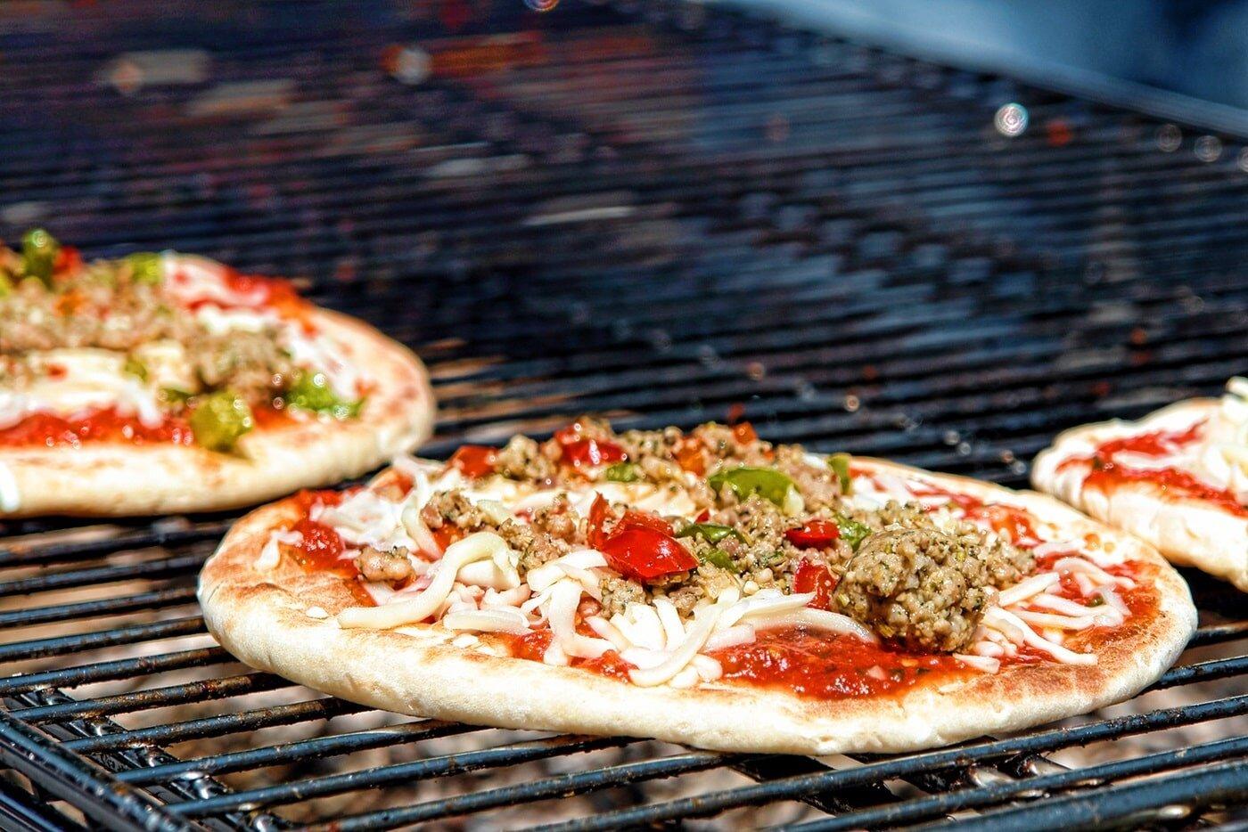 Biết cách làm bánh pizza bằng lò nướng bạn sẽ thoải mái thưởng thức hương vị giòn rụm, ngon tuyệt
