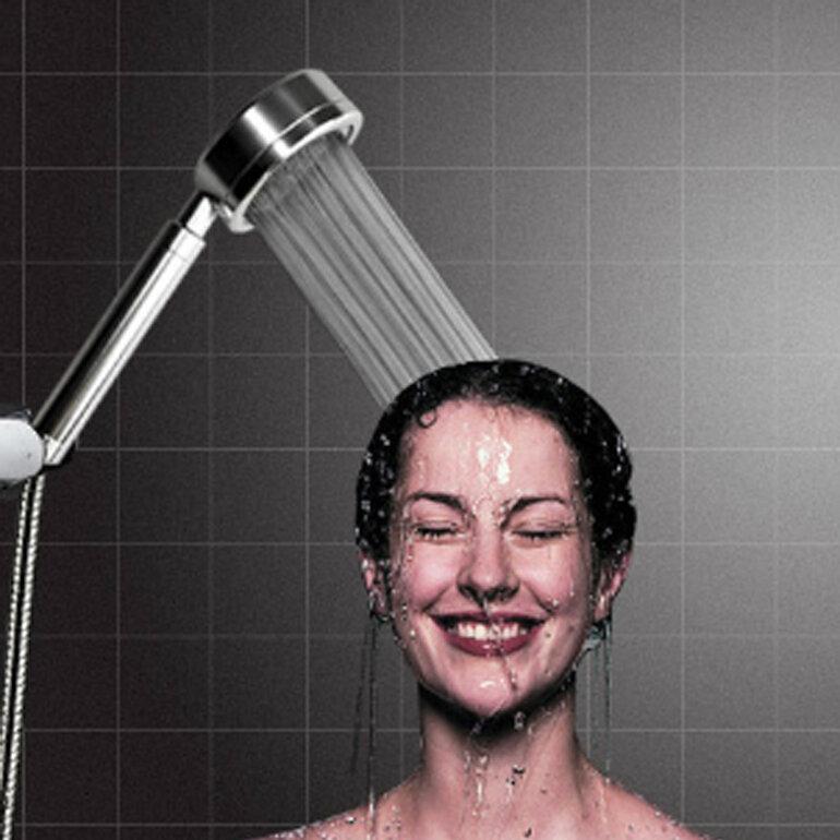 Đừng dùng nước ở vòi hoa sen để rửa mặt và súc miệng