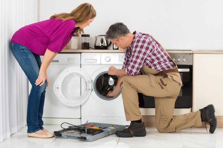 Kiểm tra toàn bộ máy giặt để tìm ra nguyên nhân khiến tràn nước