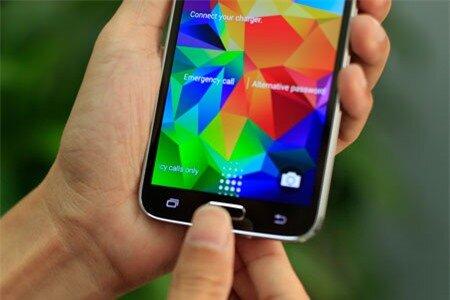 Phím Home được tích hợp cảm biến vân tay để mở khóa điện thoại.