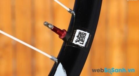 Lốp xe đạp leo núi không săm tốt hơn nhưng lại khá đắt