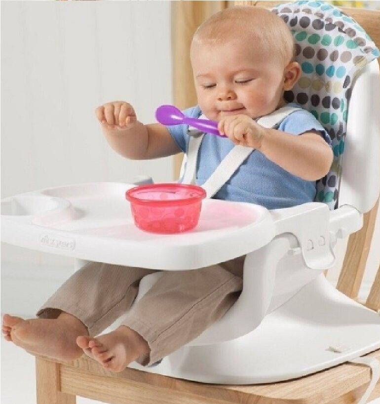 Ghế ăn dặm giúp bé có tư thế ngồi đúng ngay từ đầu