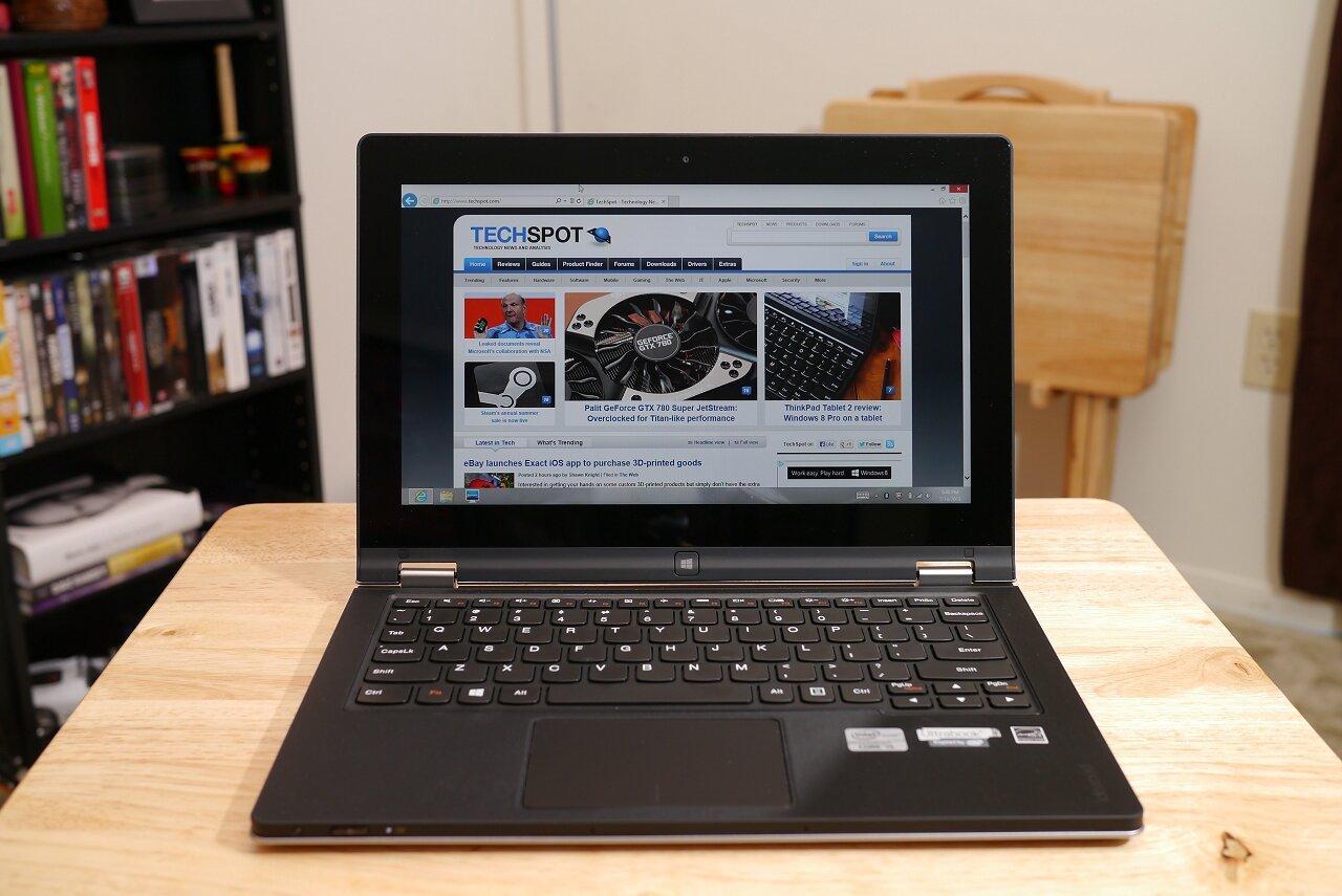 Laptop Lenovo IdeaPad Yoga 11s với màn hình được thiết kế góc mở 360 độ nhờ hệ thống bản lề kép