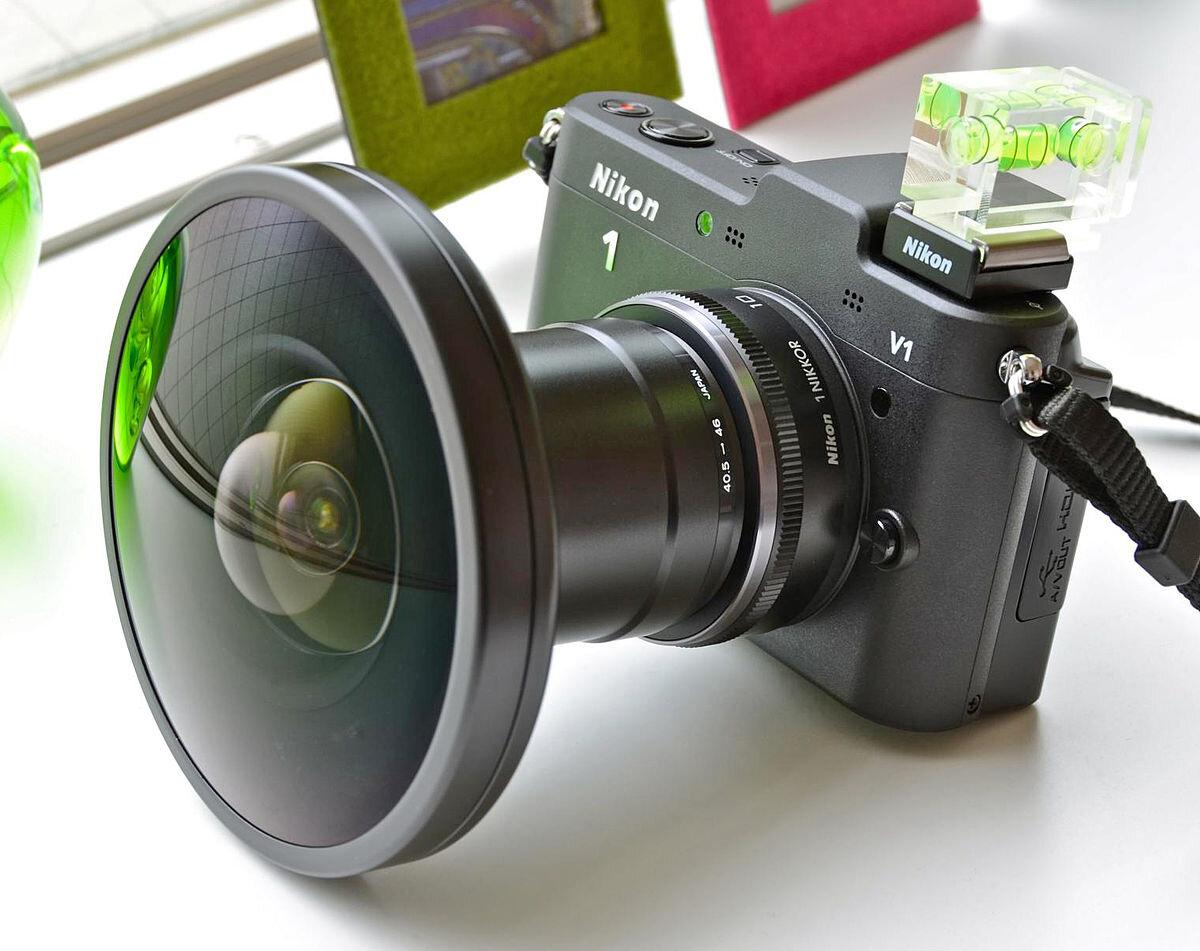 Lens Fish Eye cho ra ảnh có toàn cảnh hình cầu