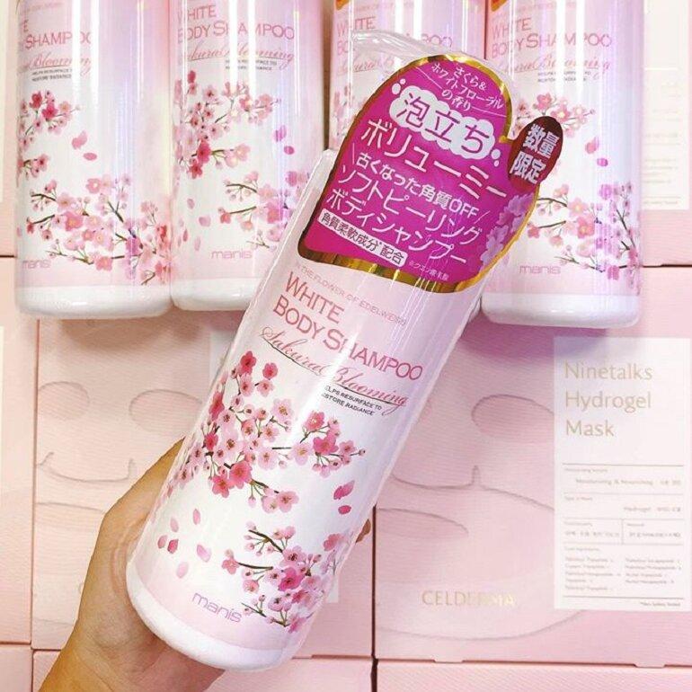 Sữa tắm Manis hoa anh đào - Giá tham khảo: 280.000 vnđ/ chai dung tích 450ml