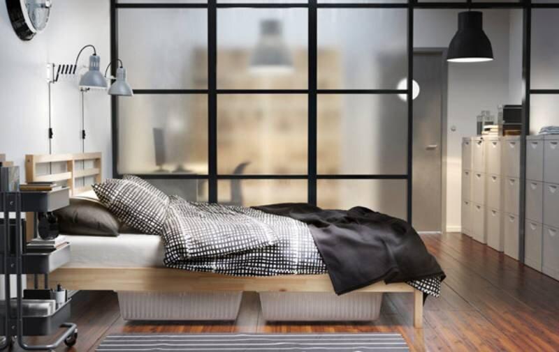 Chiếc giường được làm khung giường bằng gỗ thông và cây đà giữa đỡ bằng thép mạ kẽm nên rất chắc chắn và đẹp mắt