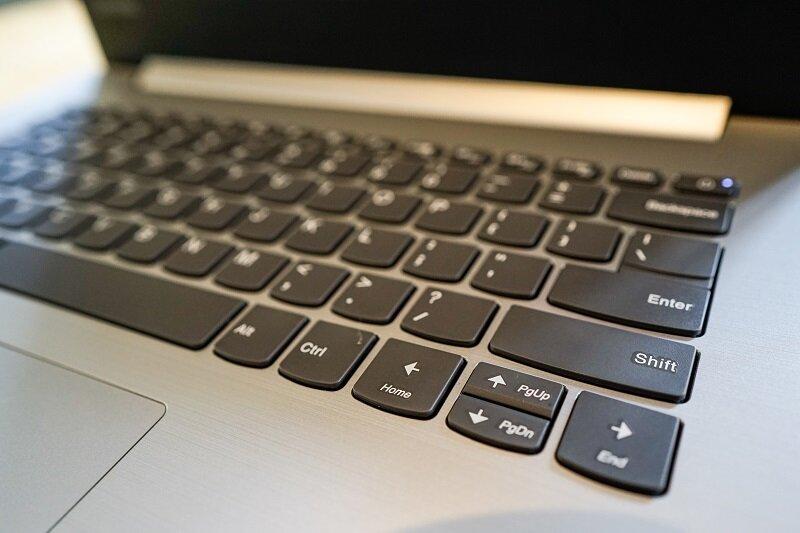 Cận cảnh bàn phím của laptop Lenovo IdeaPad 320-14ISK