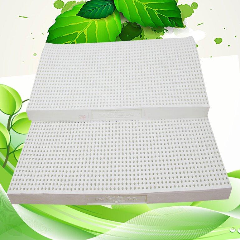 Bề mặt nệm được thiết kế hàng triệu lỗ nhỏ, nên rất thoáng khí