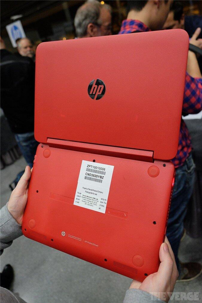 Laptop lai gập của HP sao chép thiết kế của Lenovo