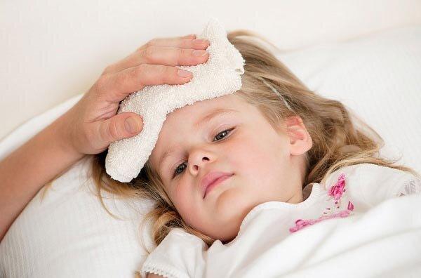 Khi bé bị sốt. Nguồn Internet