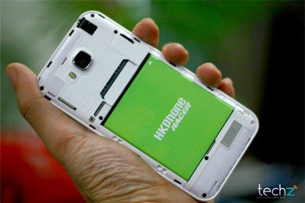 Đánh giá nhanh HKPhone Racer: Điện thoại bình dân giá rẻ-image-1386338725496