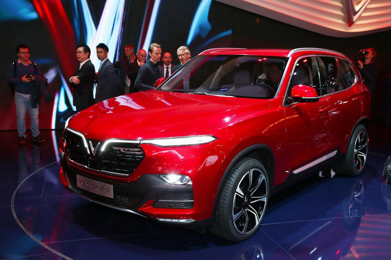 SUV LUX SA2.0 tại triển lãm Pari