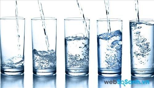 Uống ít nhất 2 lit nước mỗi ngày
