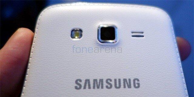 Cận cảnh thực tế Galaxy Grand 2 với thiết kế vay mượn từ Note 3