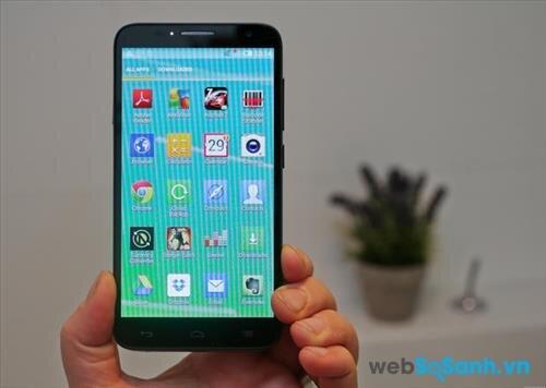Smartphone One Touch Idol 2 chạy trên nền hệ điều hệ điều hành Android 4.3 Jelly Bean