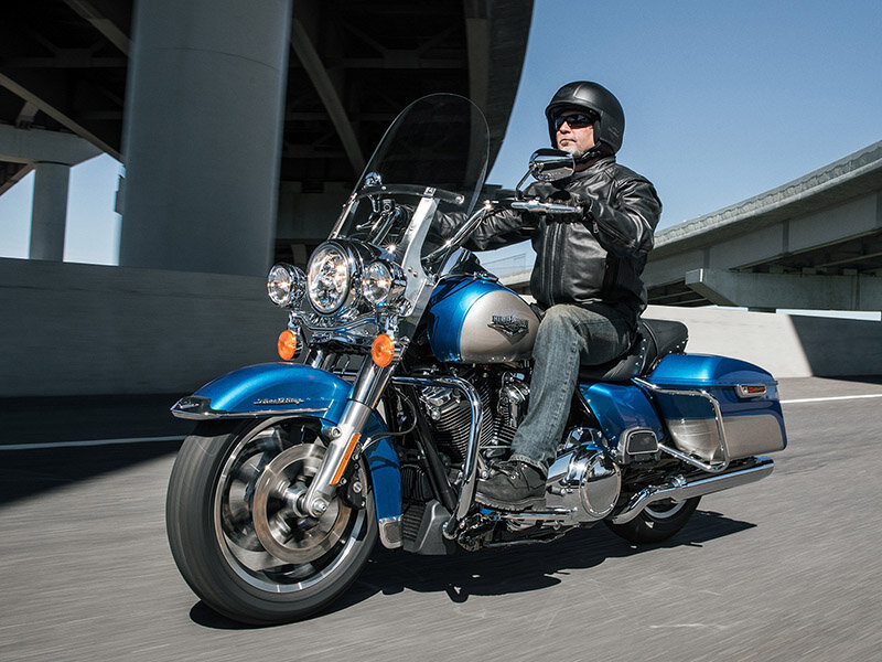 Vẻ hầm hố và đồ sộ của Harley Davidson Road King