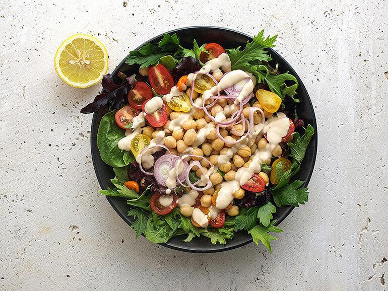 Sử dụng nước xốt mè rang làm salad chuẩn vị Nhật